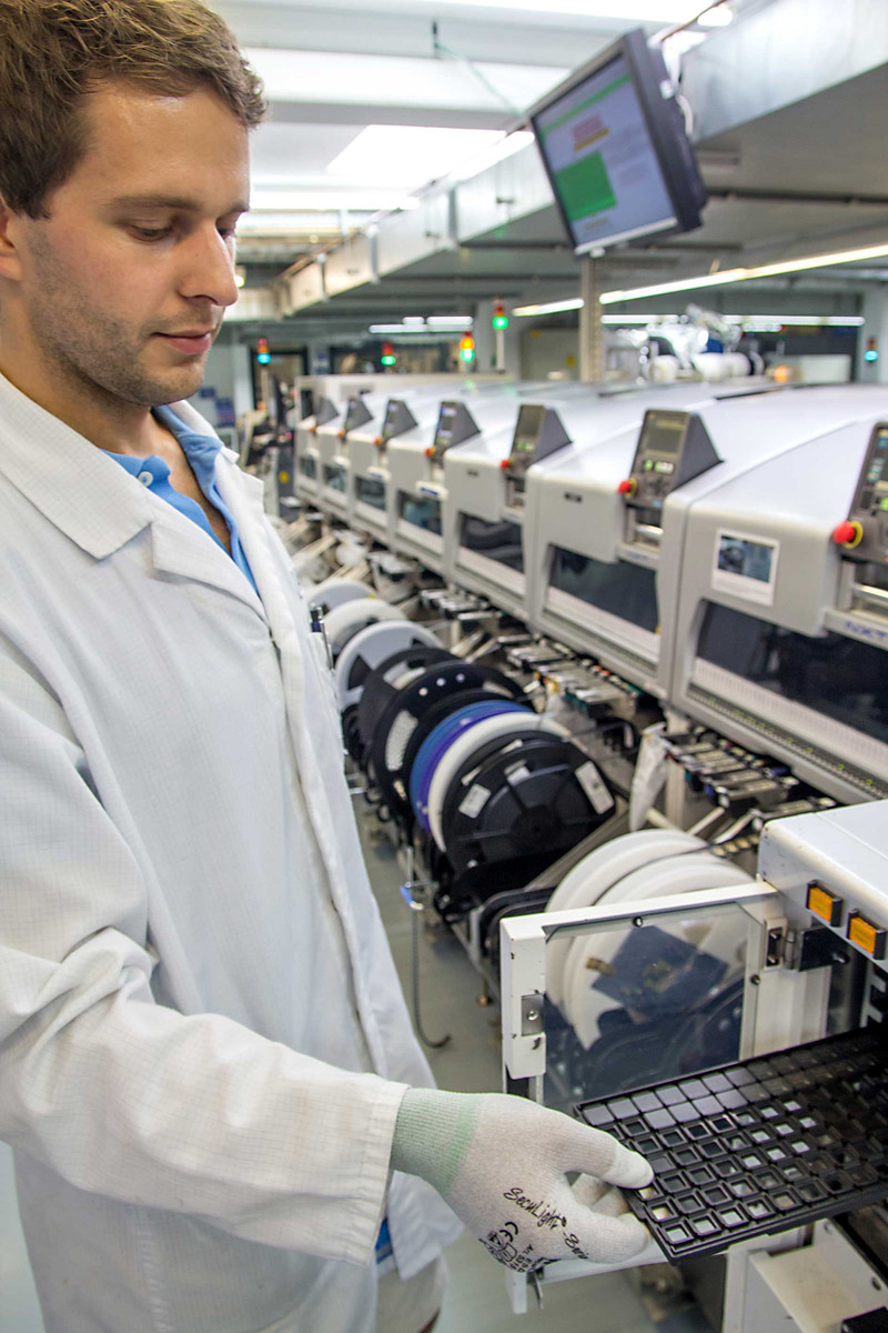 Prototypenfertigung, automatisierte SMD-Bestückung, Trays