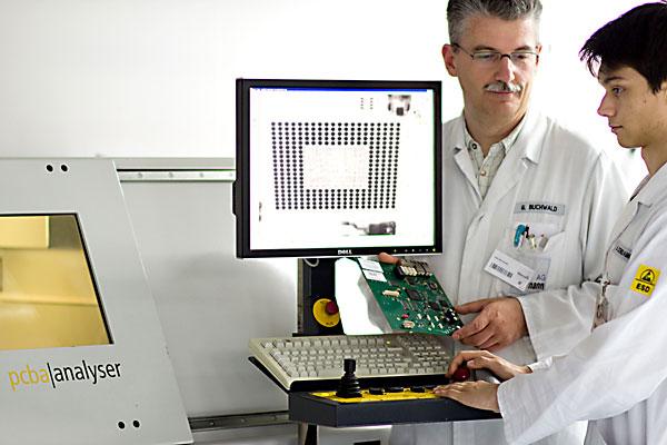 Ausbildung, Hightech-Elektronikbetrieb, Röntgenprüfung